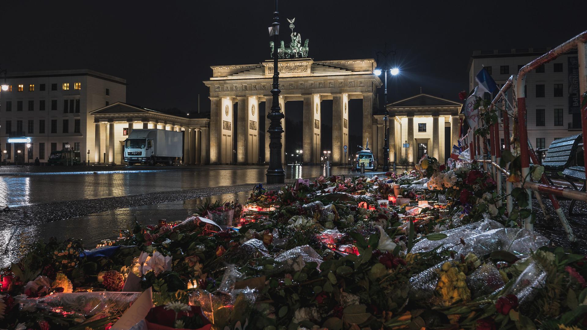 Frohe Weihnachten Berlin.Tkg Frohe Weihnachten Und Gutes Neues Jahr Turkische